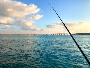 前浜から来間島を見ながら、釣り。