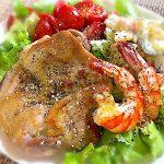 チキンソテーと海老サラダ
